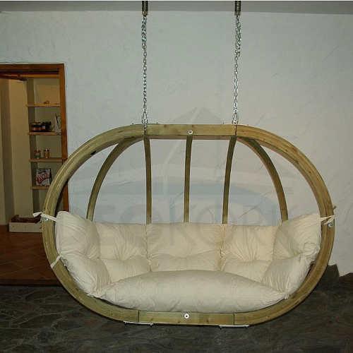 Závěsné dřevěné houpací křeslo do obývacího pokoje