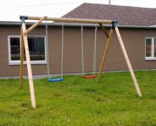 Dětské zahradní houpačky s dřevěnou konstrukcí