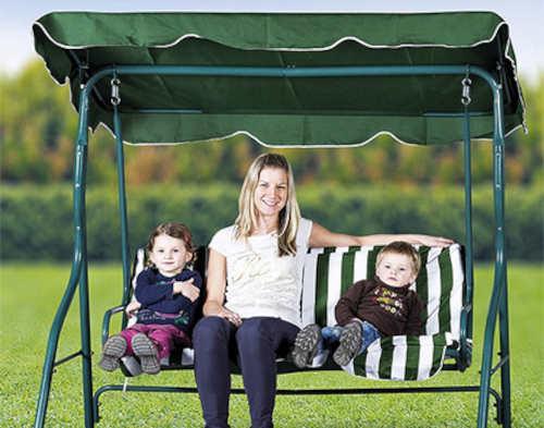 Zelená zahradní houpačka pro celou rodinu