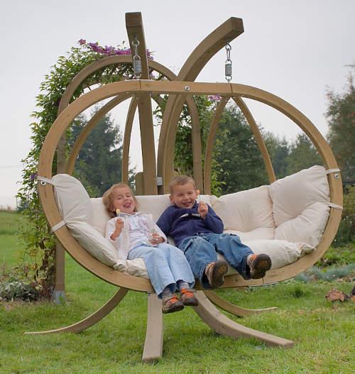 Dřevěná houpačka na zahradu pro děti i dospělé